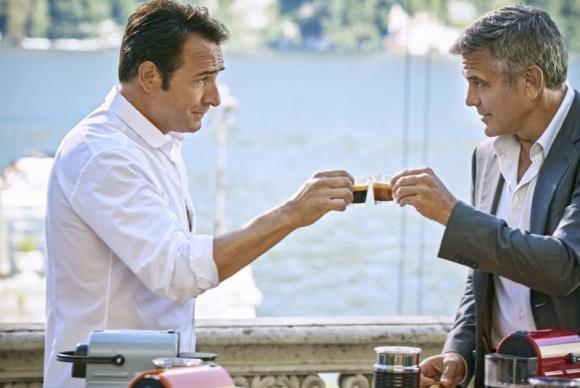 George Clooney rywalizuje z Jeanem Dujardinem o filiżankę kawy
