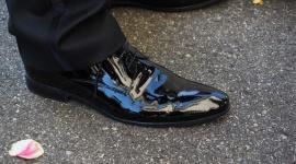 Jakie buty dla pana młodego? LIFESTYLE, Moda - Strój pana młodego to nie tylko garnitur – odpowiednie buty wcale nie są mniej ważne! Po pierwsze, stanowią one stylistyczne dopełnienie ślubnej stylizacji, po drugie – źle dobrane, niewygodne buty na pewno zemszczą się podczas weselnej nocy.