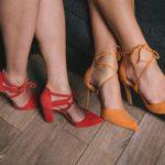 Jakie modele butów na obcasie nosić latem?