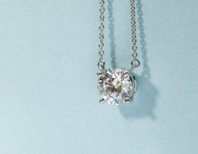 Kultowy naszyjnik od Tiffany'ego na licytacji