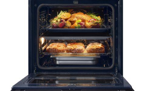 Piecz parami i na parze: Kup piekarnik Samsung Dual Cook lub Dual Cook Flex™ i otrzymaj naczynie do pieczenia i gotowania na parze Dual Cook Steam w prezencie